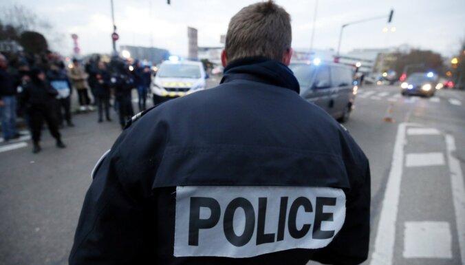 Грабитель на электросамокате увез драгоценности на 2-3 млн евро из ювелирного магазина в Париже