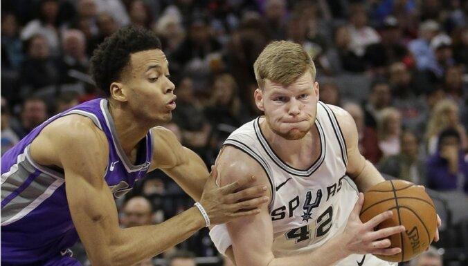 Dāvis Bertāns ar NBA karjeras rekordu palīdz 'Spurs' tikt pie uzvaras