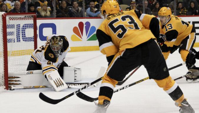 Video: Bļugers ar vārtiem palīdz 'Penguins' pieveikt 'Bruins'