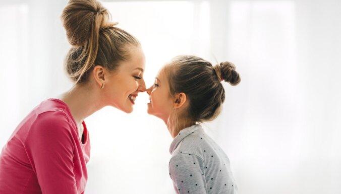 Šķietami nevainīgas mammu lietotas frāzes, kas patiesībā var kaitēt meitu dzīvē