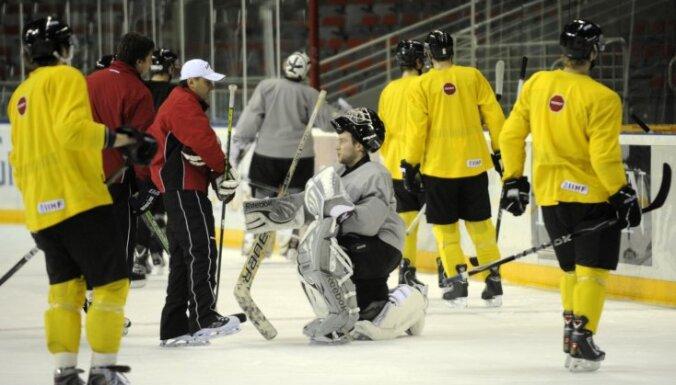 Сборная Латвии играет с финнами, а динамовцы вспомнят Комарова