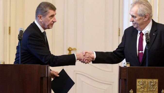 Zemanam izcīnot uzvaru, čehu miljardieris Babišs tomēr cer izveidot valdību