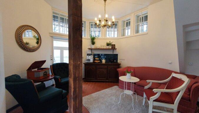 ФОТО. Необычное место для ночлега в центре Риги: двухэтажный дом в Виестурдарзсе