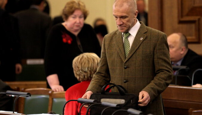 Депутат Калнозолс мог не получить доступ к гостайне