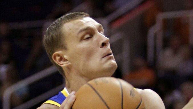 НБА: 290-й матч Биедриньша в стартовой пятерке