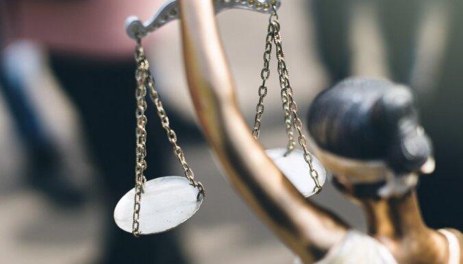 Studenti pirmo reizi kārtos valsts vienoto jurista profesionālās kvalifikācijas eksāmenu
