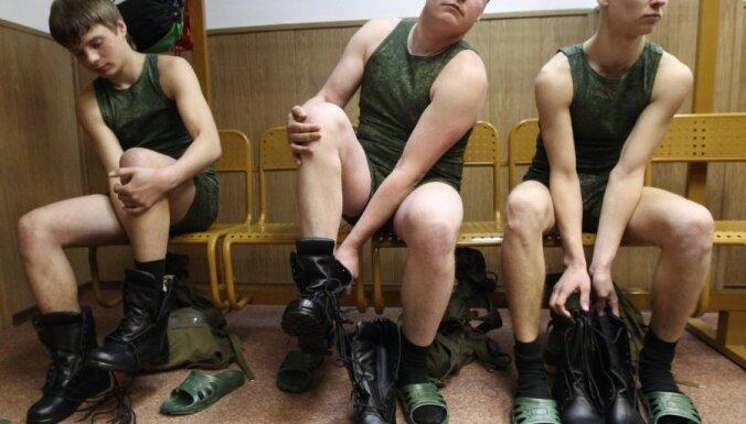 Шойгу обещает избавить российскую армию от портянок
