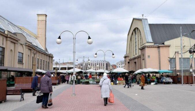 За вечер в канал у Центрального рынка Риги дважды упали люди: один утонул на глазах у прохожих