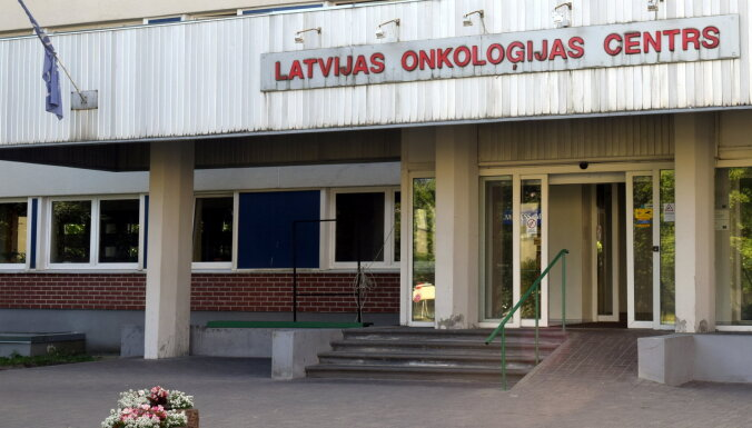 Латвийские онкологи удалили женщине 15-килограммовую опухоль