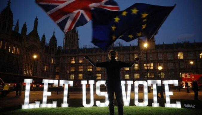 """В Лондоне десятки тысяч человек протестуют против """"Брекзита"""""""
