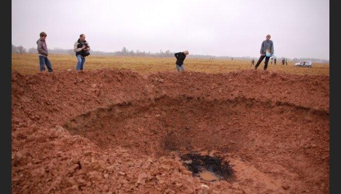 Mazsalacā nokritis meteorīts, izveidojot 20 metrus platu krāteri
