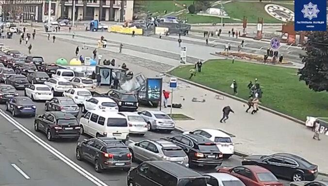 В центре Киева автомобиль врезался в толпу людей: двое погибших