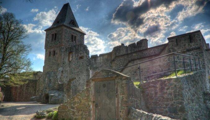 Dažas baisīgas pilis ar spokiem Eiropā un Krievijā