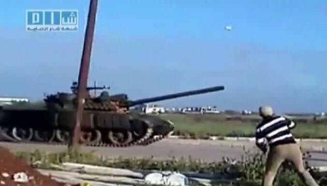 Sīrijas pilsētā Deraā atrasti masu kapi