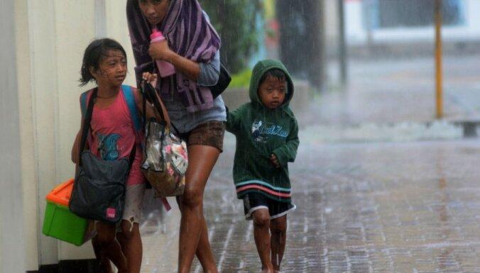 Фотоальбом: Супертайфун оставил без крова полмиллиона филиппинцев