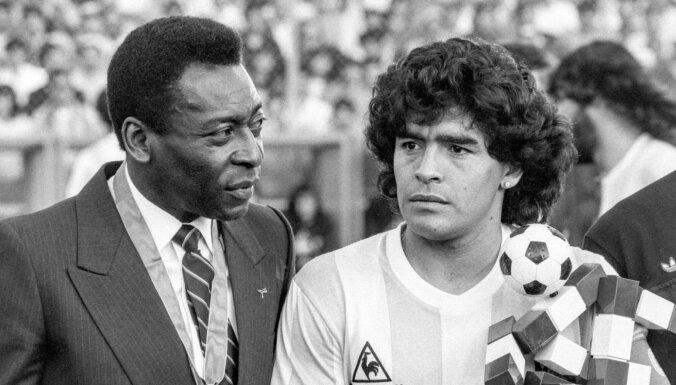 """""""Однажды мы еще сыграем в футбол. На небесах"""". Пеле и другие звезды вспоминают Марадону"""