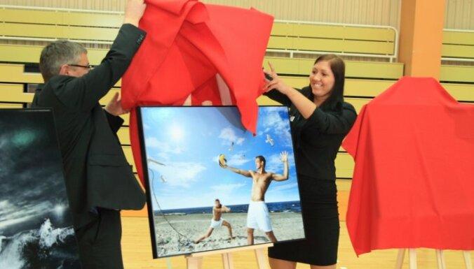 Презентован календарь латвийских олимпийцев-2012