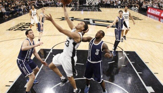 'Spurs' sagrauj 'Thunder' otrās kārtas pirmajā izslēgšanas spēlē