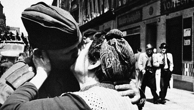 #Ziņas1945: Amerikāņi spiesti Prāgu atstāt krieviem