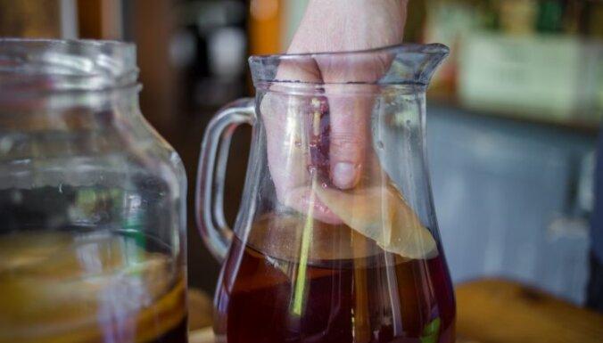 Nepelnīti aizmirstā tējas sēne – kā mājās pagatavot kombuču