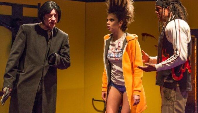 Dailes teātrī pirmizrāde melnajai komēdijai 'Vienrocis no Spokānas'
