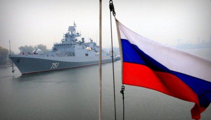 Вблизи границ Латвии замечены три российских корабля и подлодка
