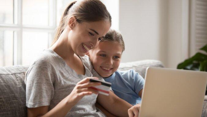 Платежная карта с добавленной стоимостью: страхование для себя, семьи и жилья