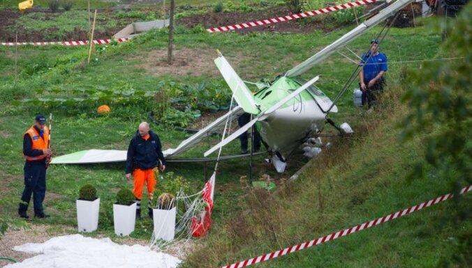 Два самолета столкнулись на авиашоу в Швейцарии; погиб пилот