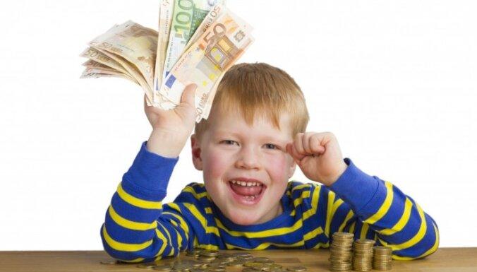 Vecākiem 'neērti' jautājumi par naudu un špikeris atbilžu sniegšanai