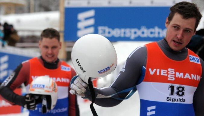 Latvijas kamaniņu braucējiem piektā vieta PK stafetē
