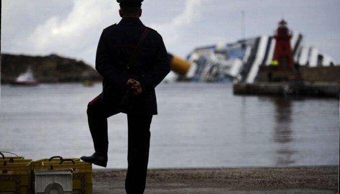 'Costa Concordia' avārijas vieta kļuvusi par iecienītu tūristu galamērķi