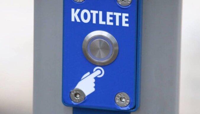 """Кнопка вызова котлеты. Латвийские компании пародируют """"инновации"""" Rīgas satiksme"""