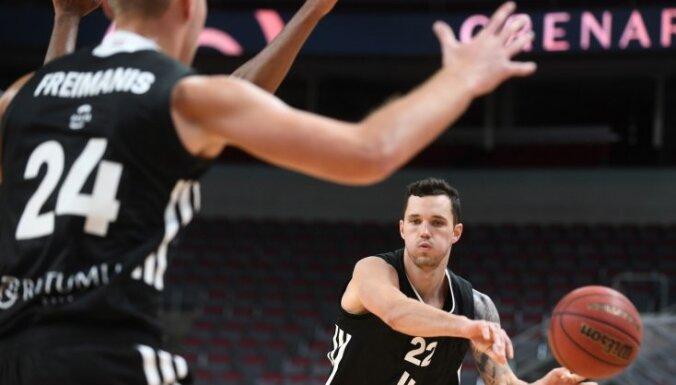 Čempione 'VEF Rīga' LBL mačā droši uzvar 'Latvijas Universitātes' basketbolistus