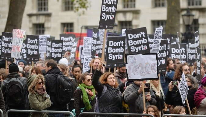 Испанцы и британцы протестуют против участия в авианалетах в Сирии