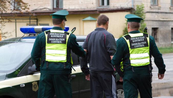 За переправкой нелегалов через границу Латвии стоит чеченская организованная преступность
