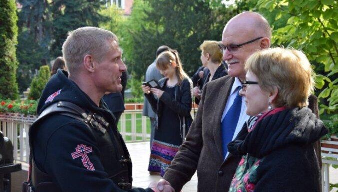 'Putina baikeru' jaunais līderis Latvijā – Ķirurga 'miesassargs' un Lietuvā nevēlama persona