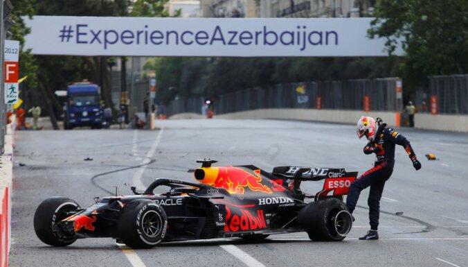 F-1 posms Azerbaidžānā: Verstapens zaudē uzvaru sirdi plosošā avārijā, neveiksme arī Hamiltonam, uzvar Peress