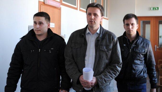 Par 50 000 eiro izspiešanu no kāda uzņēmuma aizturēts, iespējams, biedrības 'Par brīvu Lielā Baltezera krastu' dibinātājs