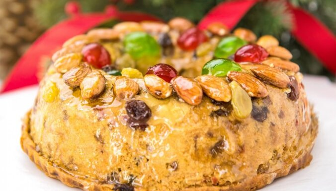 Ziemassvētku augļu - riekstu kūka