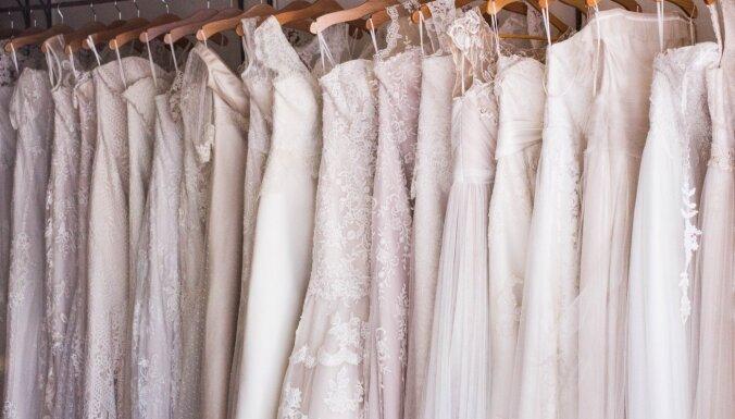 Впервые представлено свадебное платье, полностью сшитое из медицинских масок