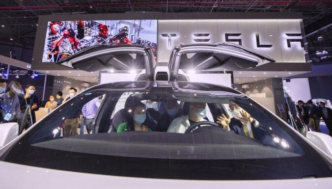 Ķīnas militārie spēki savos kompleksos aizliedz 'Tesla' automašīnas