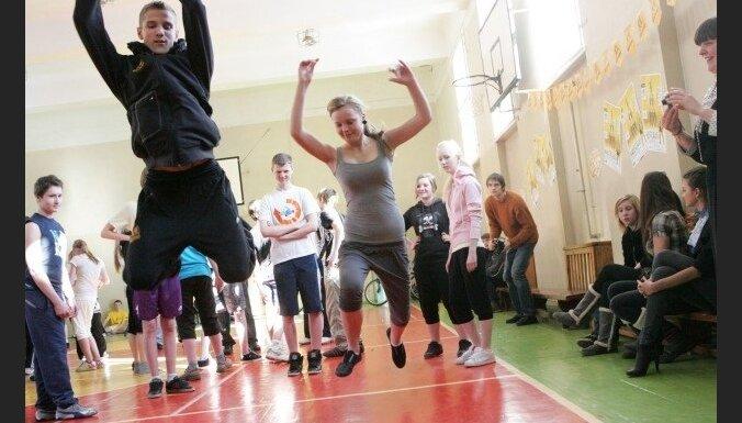 Латвийские спортсмены проводят в школах открытые уроки спорта