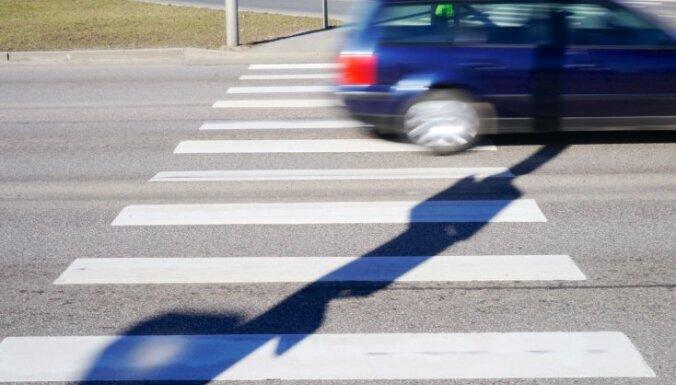 В Риге в среду сбили двух пешеходов