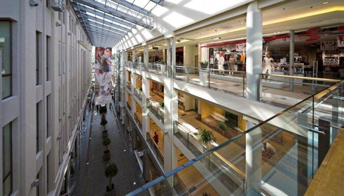 Svētkos mainīti lielāko Rīgas tirdzniecības centru un tirgu darba laiki