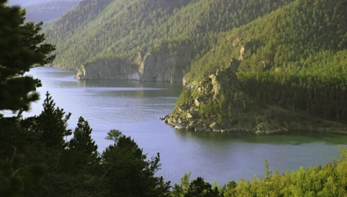 Apvīti dižiem tituliem vai atrodas neticami gleznainā vietā: skaistāko ezeru izlase