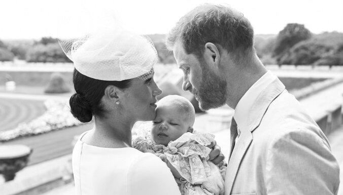 Foto: Nokristīts britu prinča Harija un hercogienes Meganas dēliņš