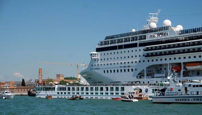 Venēcija sāk ierobežot lielo kruīza kuģu iebraukšanu
