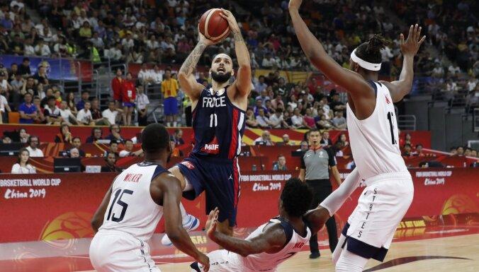 Francijas basketbolisti šokē ASV un iekļūst Pasaules kausa pusfinālā