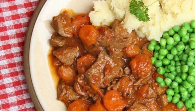 Sautēta buka gaļa ar burkāniem krējuma-ķimeņu mērcē