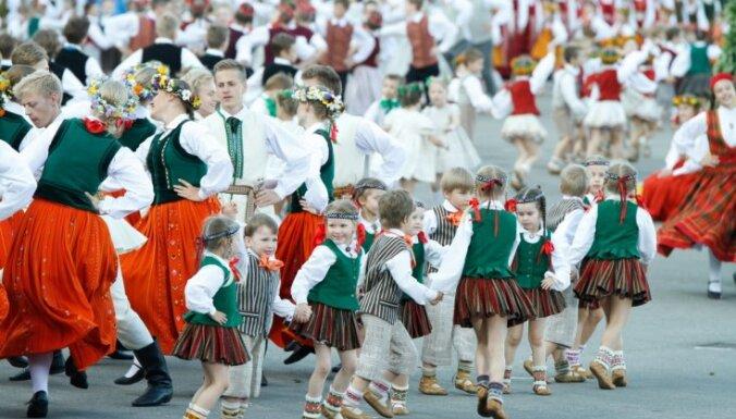 На Праздник песни и танца в год столетия Латвии потратят почти 6 млн евро